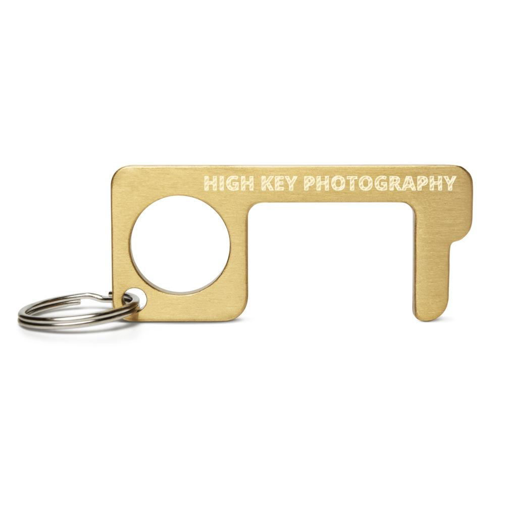 Fotografie cadeau: high key photography gegraveerd op messing hygiene sleutel