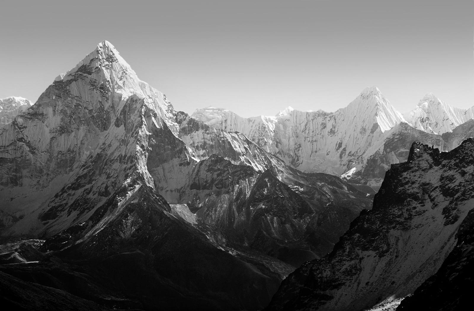 bergen in zwart-wit
