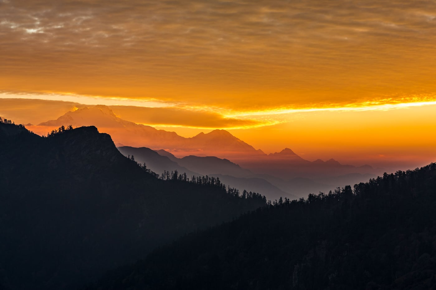 foto: © De Fotoreisshop - oranje zonsondergang bergen
