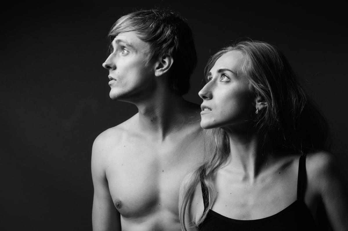 dramatische theaterfoto van man en vrouw