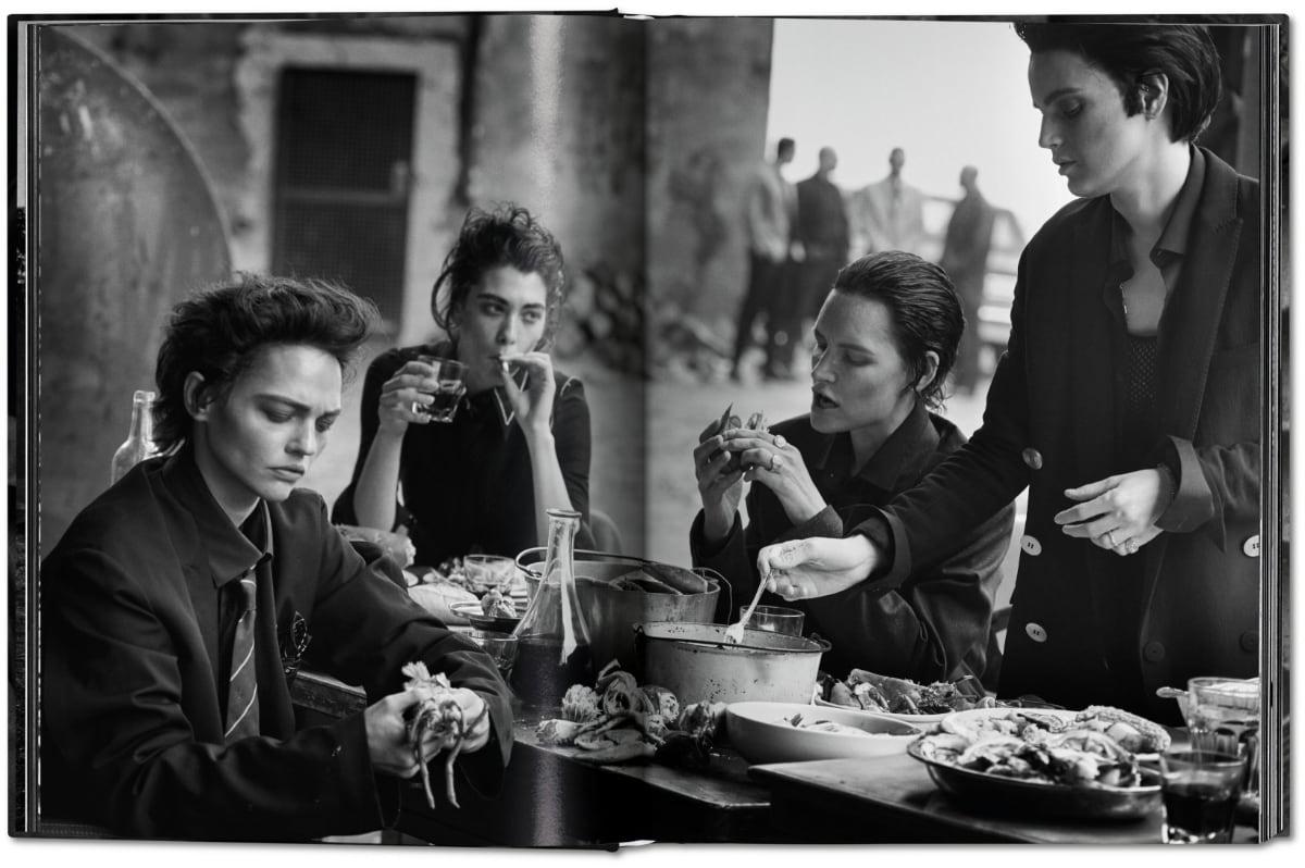 lindbergh untold stories - modellen aan eettafel