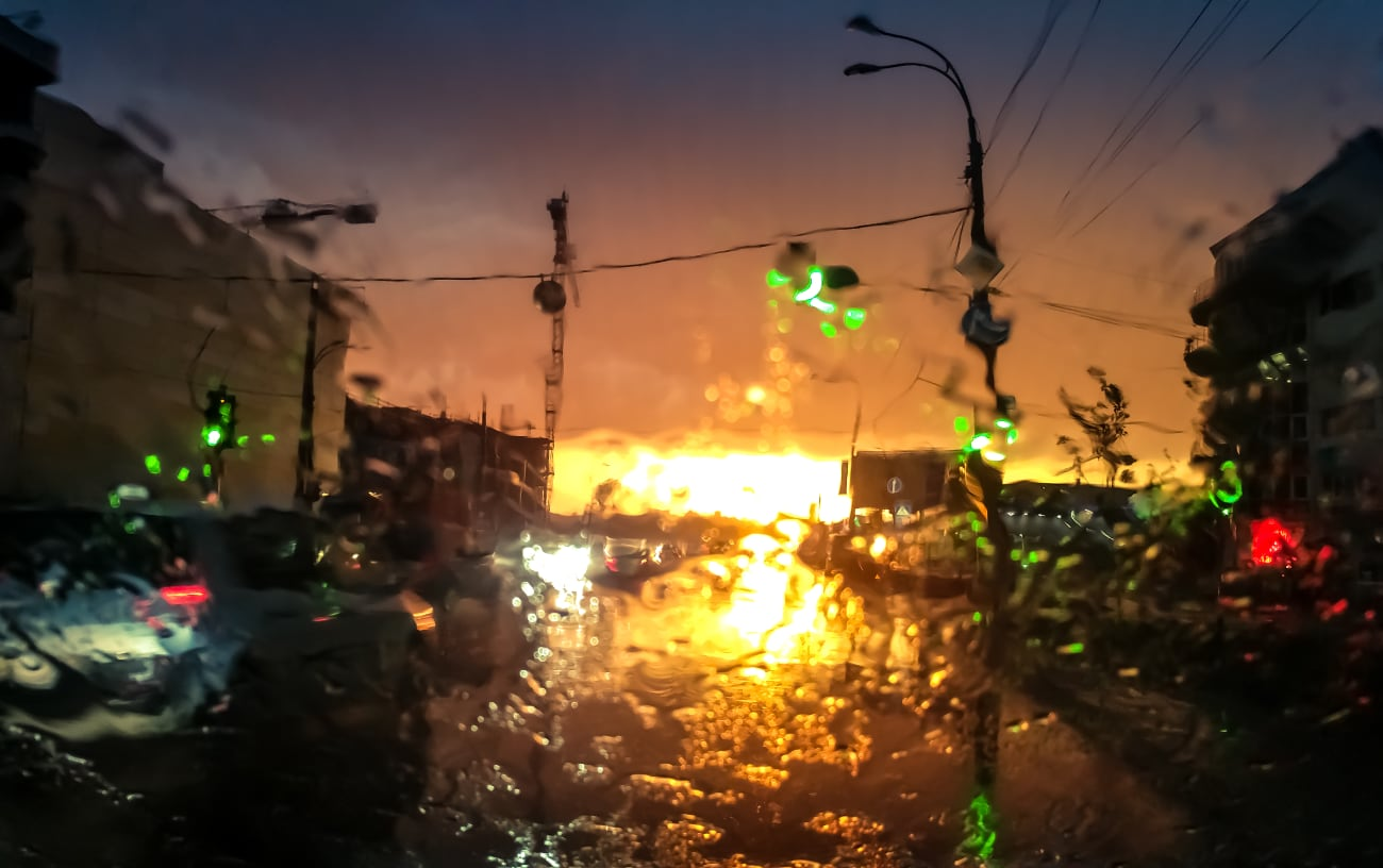 abstract-image-through-wet-car-windshield-movng-transport-autuomobiles-rain-sunset-rays