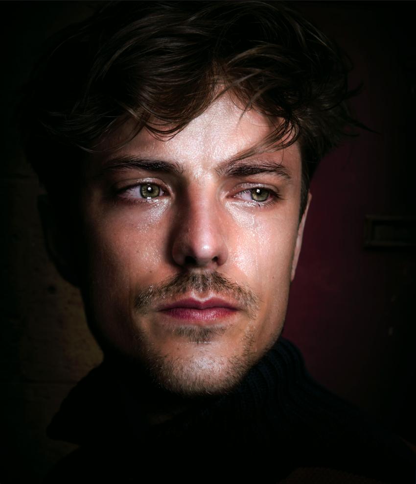 Huilende man uit de serie Crying Boys van fotograaf en acteur Noah Valentyn