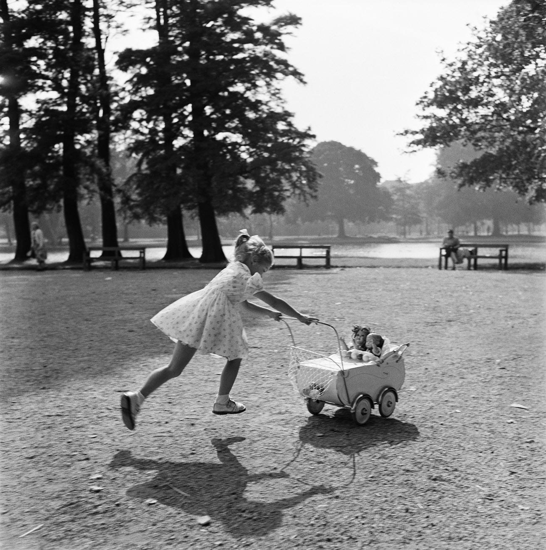 Maria Austria - Meisje in Vondelpark, 1956