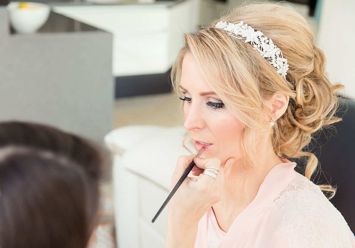Applying makeup, how long does a wedding photographer stay