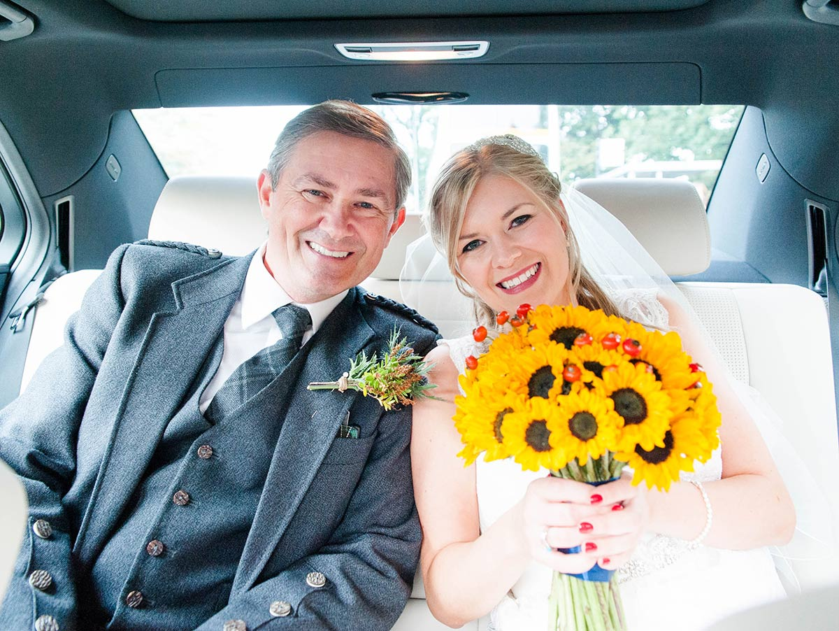 Arriving at the venue in the wedding car, how long does a wedding photographer stay