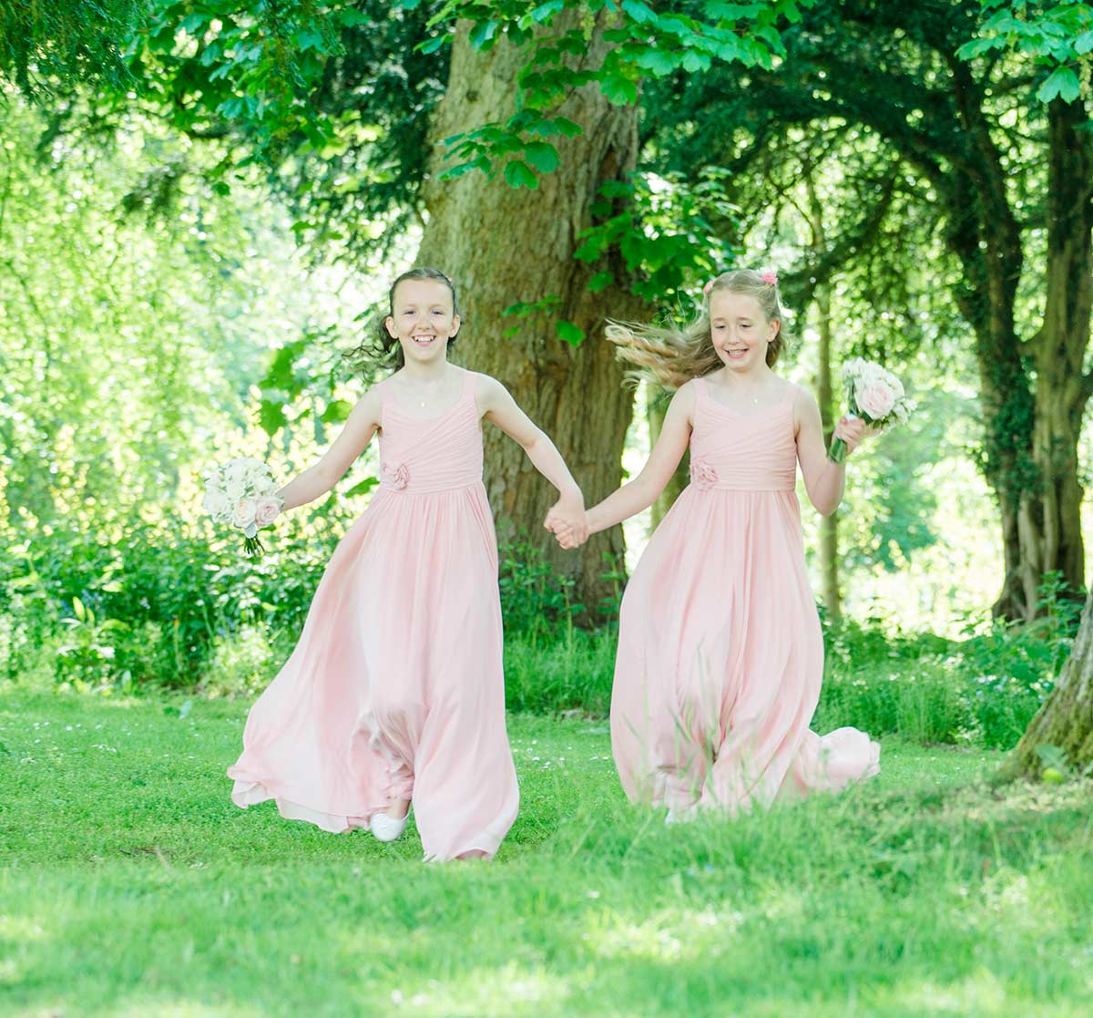 Flower girls running around, how long does a wedding photographer stay