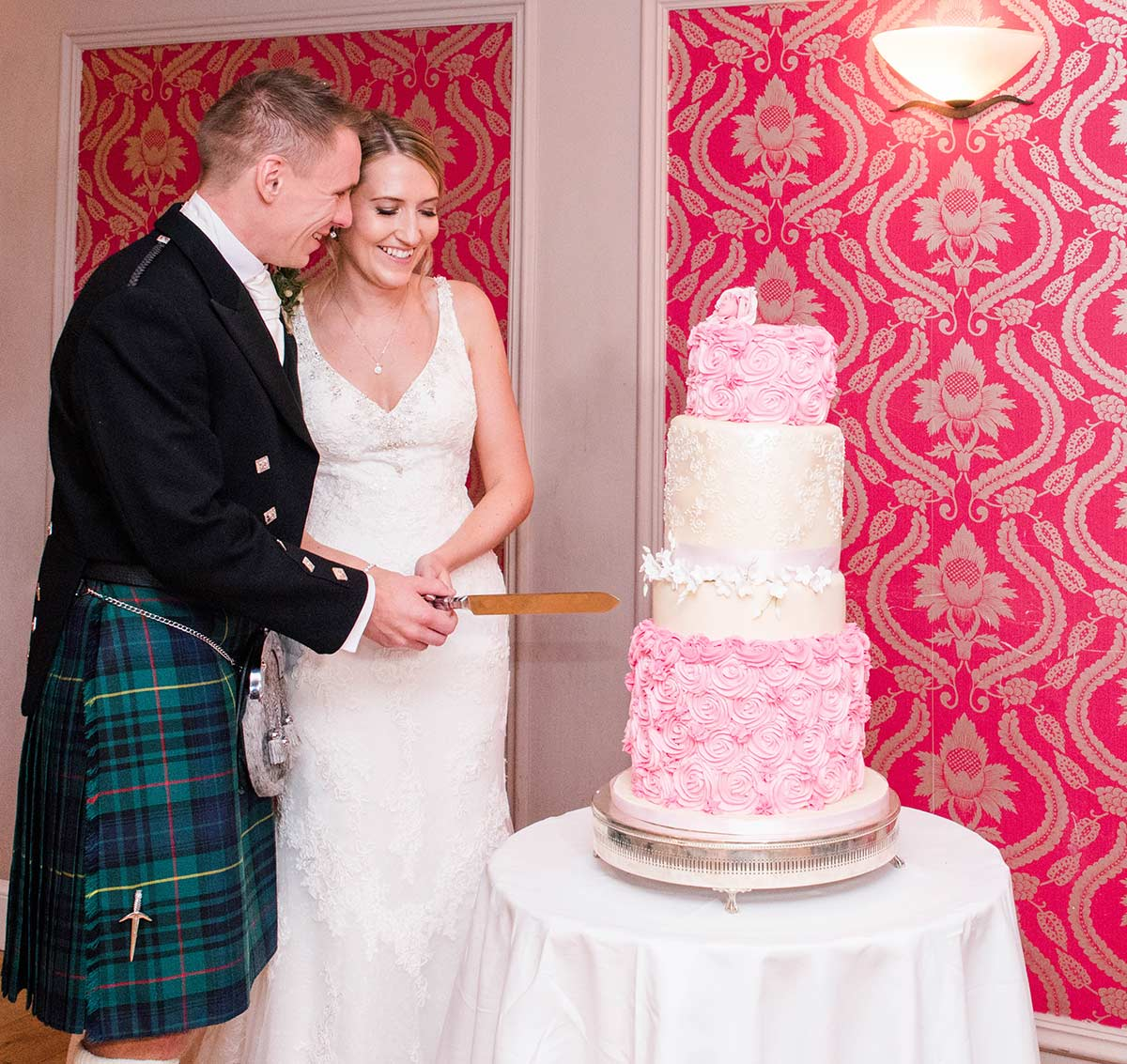 Cutting the wedding cake, how long does a wedding photographer stay