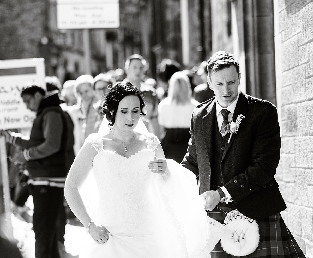 The above photograph was taken around 4 pm in the Royal Mile, Edinburgh, guide to getting married in Edinburgh city centre