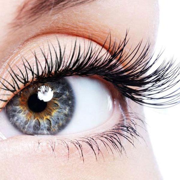 Wimperndauerwelle - Schön geschwungene Wimpern sind der perfekte Schmuck für jedes Auge. Egal ob kurze oder lange Wimpern, die Wimpernwelle funktioniert bei jeder Länge.