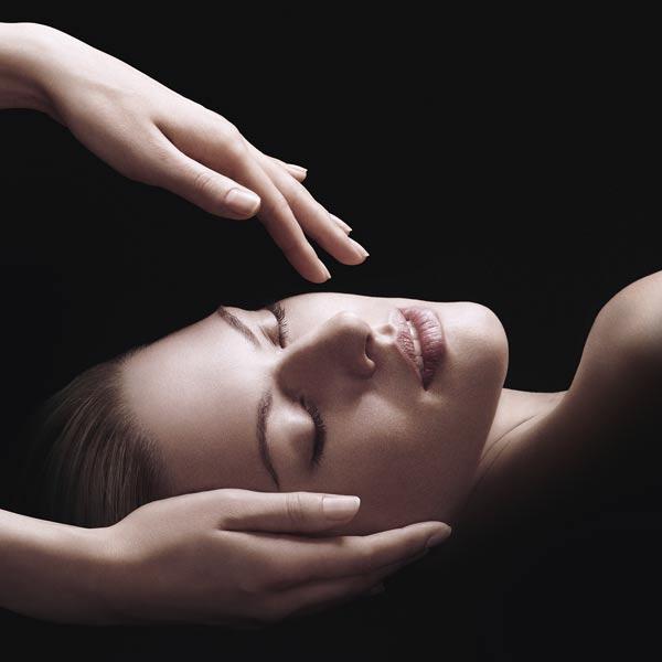 Die hochwertigen Wirkstoffe der BABOR Produktserie bescheren Ihrer Haut eine luxuriöse Behandlung mit qualitativen Wirkstoffkonzentraten. Intensive Anti-Aging Pflege mit einer verwöhnenden Massage für sofort sichtbare Effekte. Ihre Haut strahlt Jugendlichkeit aus, erscheint glatter und straffer.