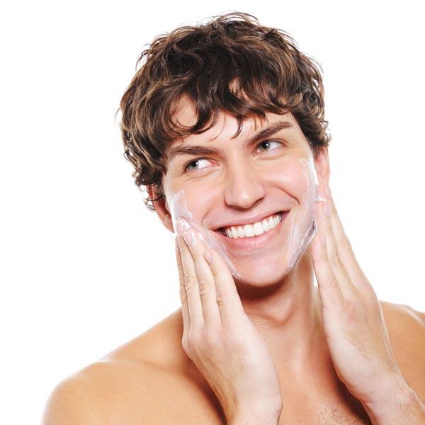 Herrenkosmetika mit einer kraftvoll, energiespendenden Wirkstoff Formel steigern die Behandlungen die Leistungsfähigkeit Ihrer Haut. Der gepflegte mann zeigt keine Müdigkeits- und Stressfalten!