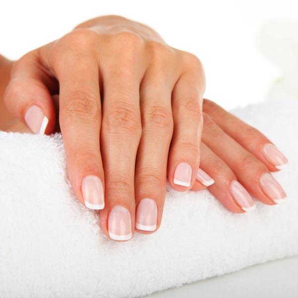 Ob Fingernägel schneiden und feilen, oder aber die richtige Pflege für samtig weiche Hände mit Cremes, Massagen und Bädern – Bei uns bekommen Sie nur höchste Qualität.