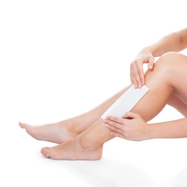 Lassen Sie die Sorgen bei uns und kümmern Sie sich nicht um das tägliche Rasieren. Waxing für Frauen und Männer. Das Waxing mit Heißwachs entfernt auch kleinste Härchen effektiv aber auch bei stärkerer Behaarung ist das Ergebnis der Haarentfernung ausgezeichnet!