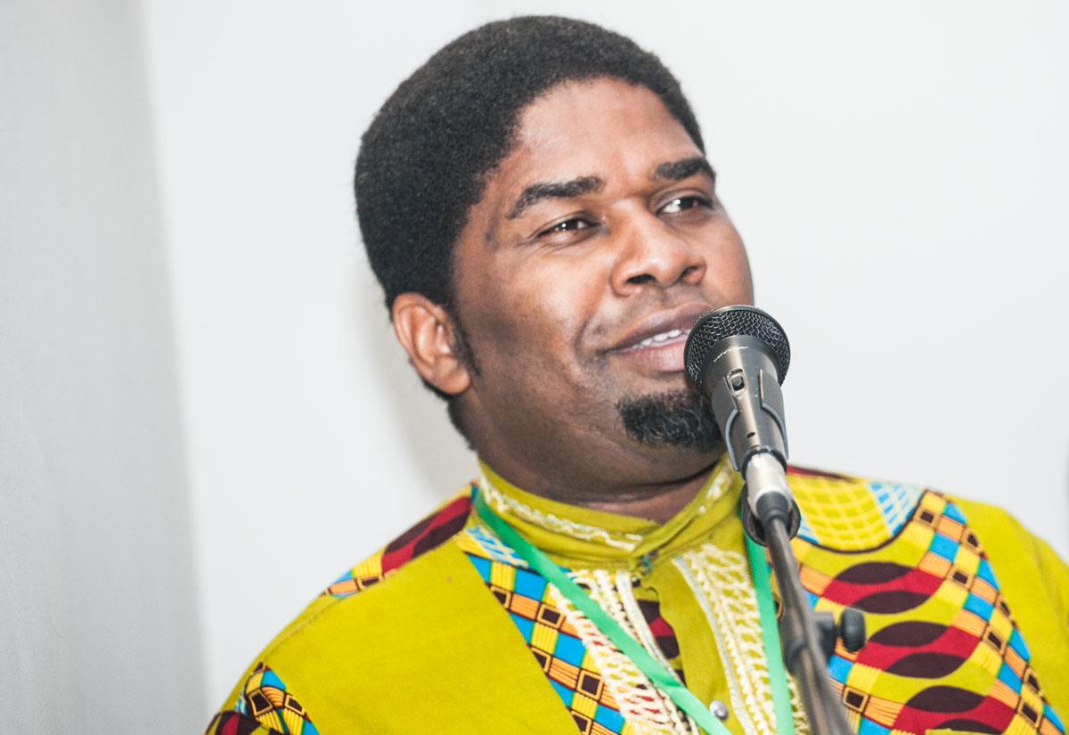 """""""As nossas línguas sofrem um choque cultural nas cidades capitais"""", afirma analista político Augusto Báfua Báfua"""