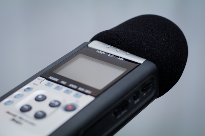 An image of a pop filter attached to a Zoom H4N field recorder.