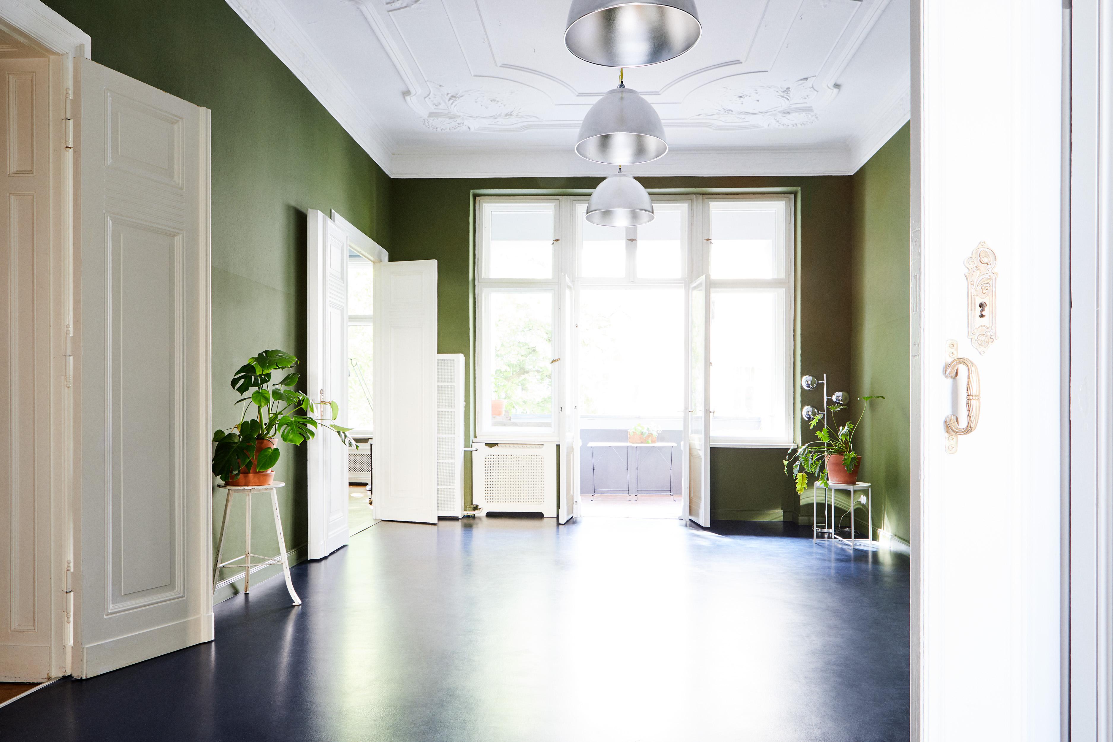 Foto eines leeren Altbauzimmers