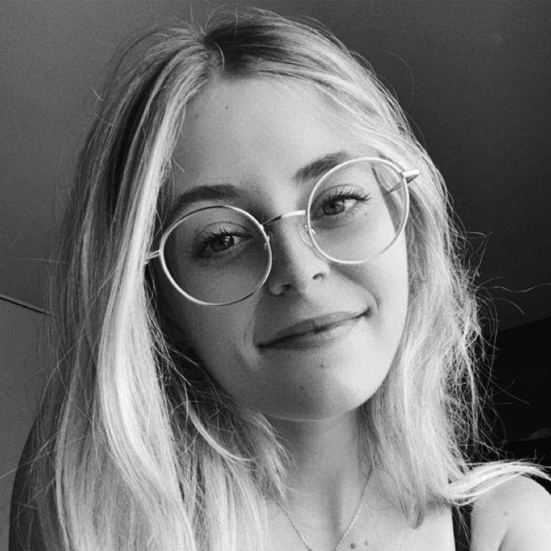 Léa Fattoretto - Social Media Manager - Youneat Agence Social Media