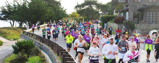 people running in Big Sur Marathon