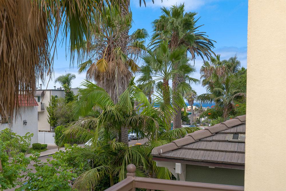 374 Bonair St. La Jolla, CA 92037