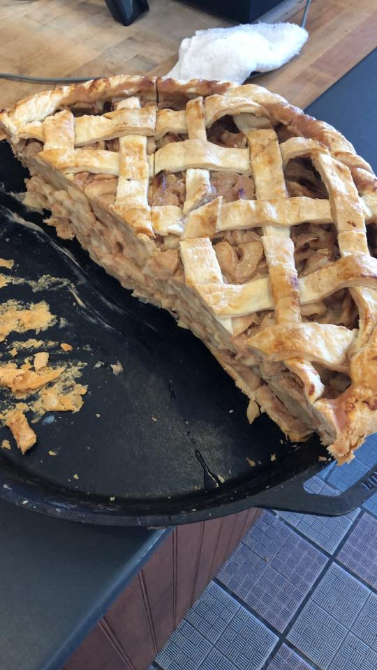 25 pound apple pie from Dollywood