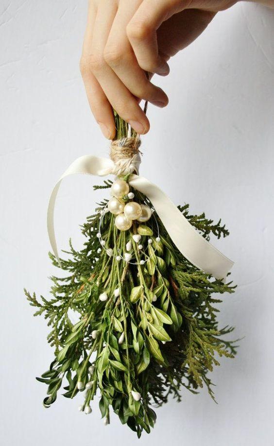 hand holding a mistletoe