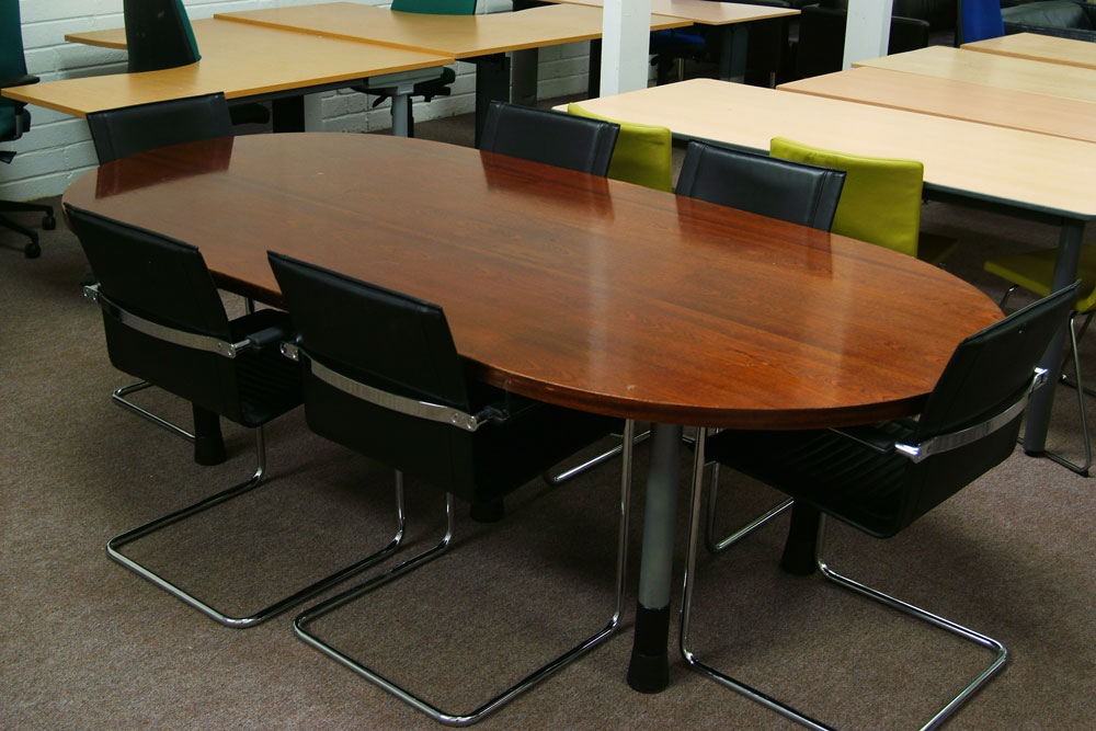 Shark Trading - Round conference table for 6