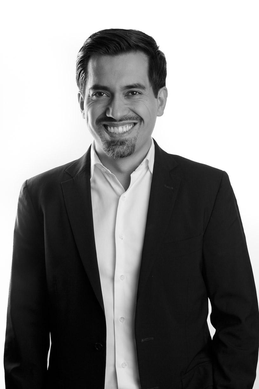 Dr. Carlos García