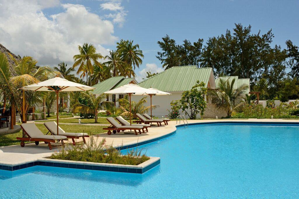 Kisiwa on the Beach boasts spa and wellness facilities, a fitness centre and a restaurant.