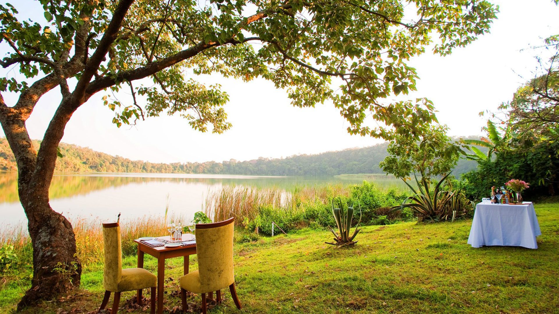 The lodge is made up of 18 spacious contemporary African styled romantic chalets ideally positioned for maximum privacy
