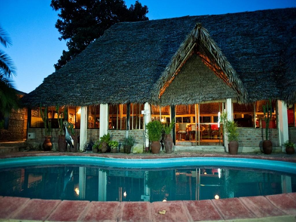 At L'Oasis Lodge you will find a garden, barbecue facilities and a terrace. Other facilities offered at the property include luggage storage, dry cleaning and an ironing service.