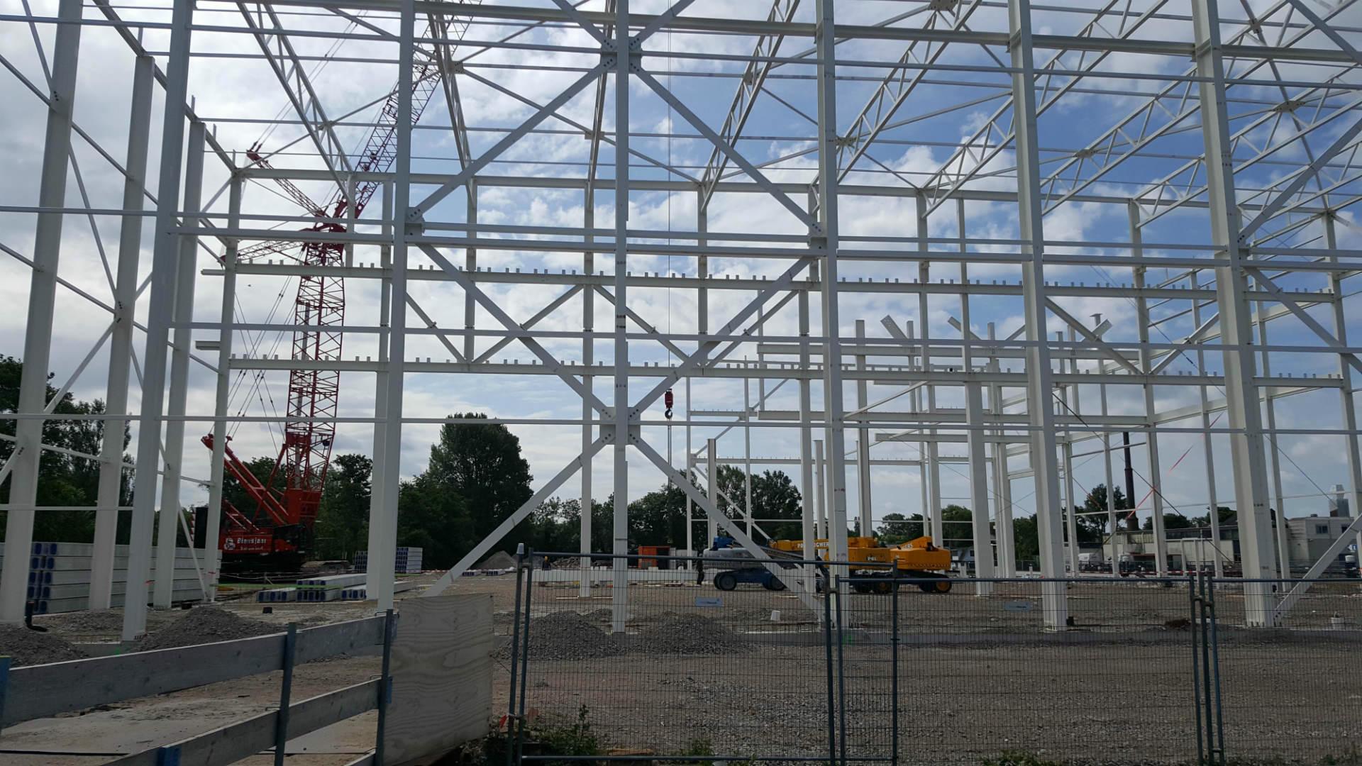 Hoofdstaalconstructie gebouw Airbus in Oegstgeest