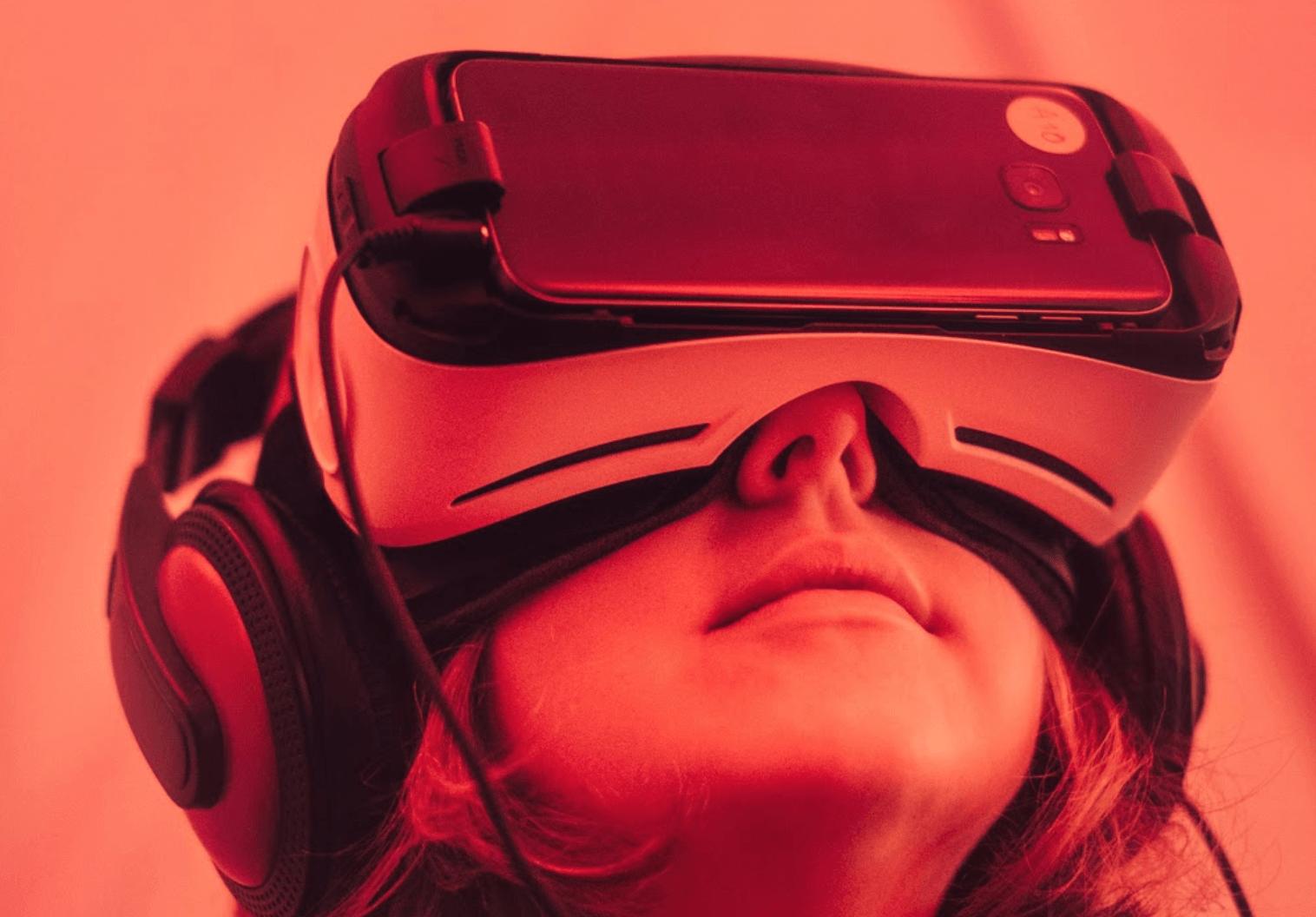 virtual_reality_vr_support_representative
