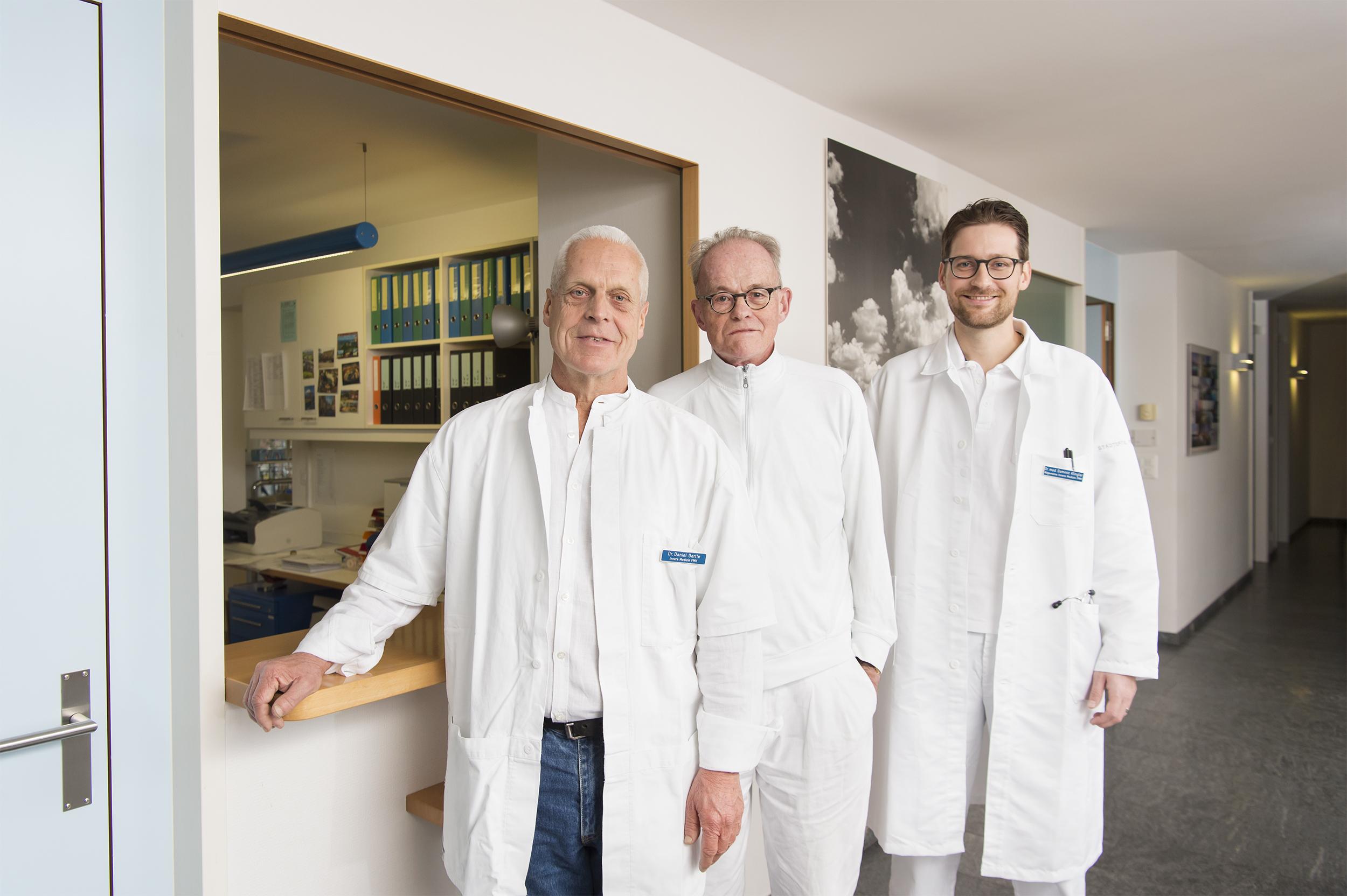 Gruppenbild der Ärzte der Arztpraxis Kreis 9. Dr. Oertle, Dr. Maggi und Dr. Klingler.