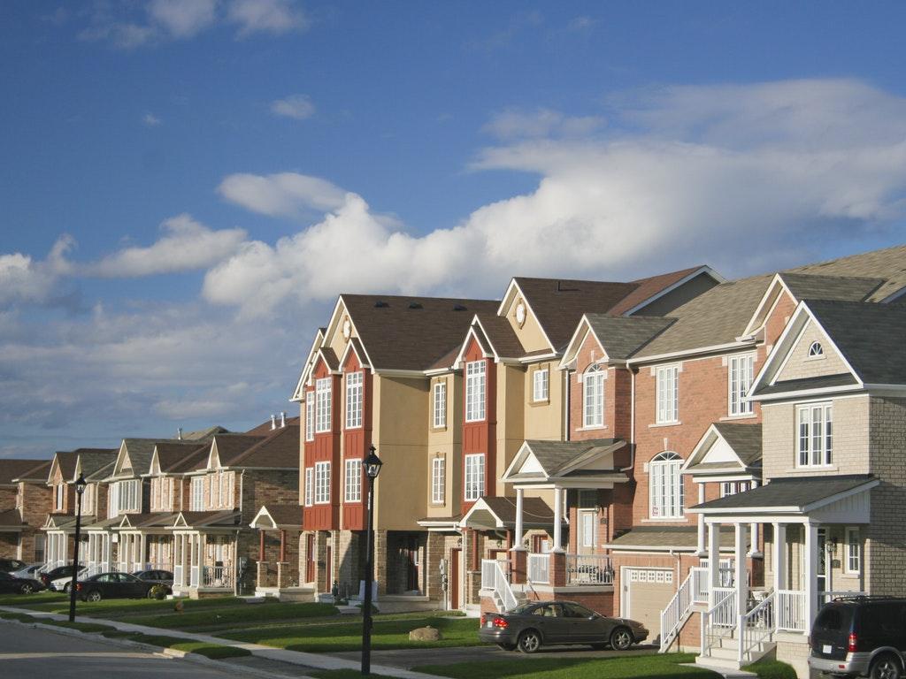 homes in a suburban neighborhood