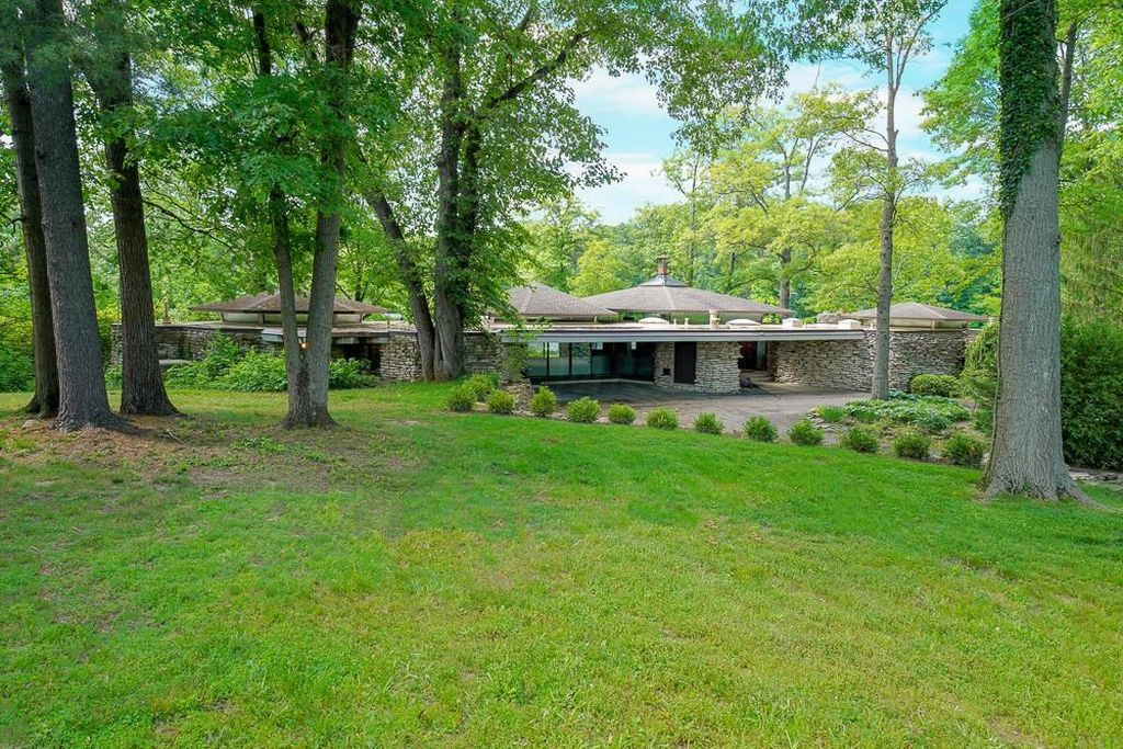 stone lakehouse in Westerville Ohio