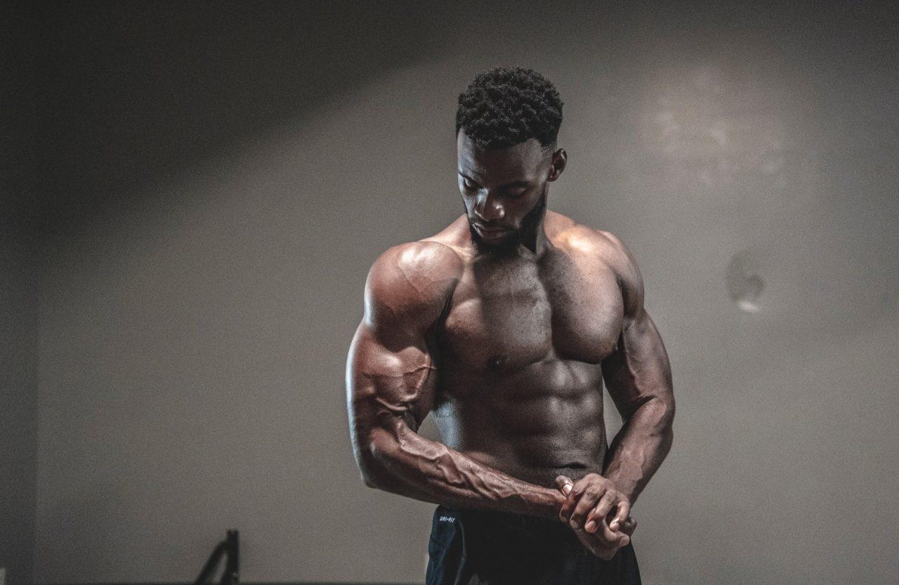 male bodybuilder posing & flexing big muscles