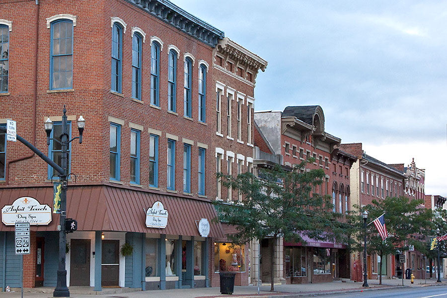 storefronts on a street in circleville ohio