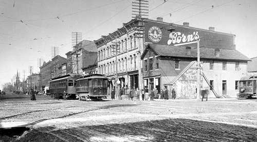 a historic image of the intersection between Sandusky and WIlliam Streets in Delaware, Ohio