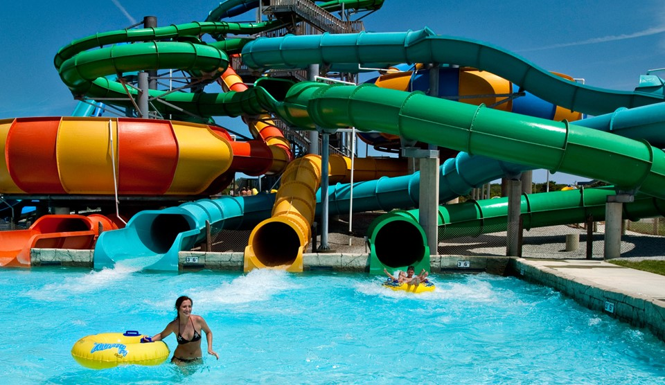 large water slides at zoombezi bay