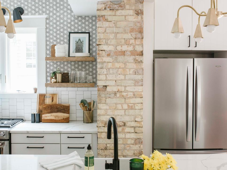 A kitchen designed with complimetery patterns