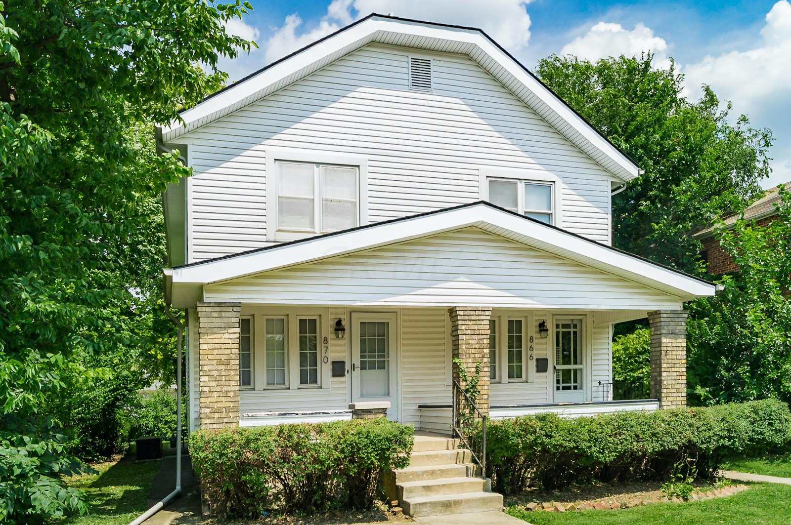 Duplex house in Grandview Heights.