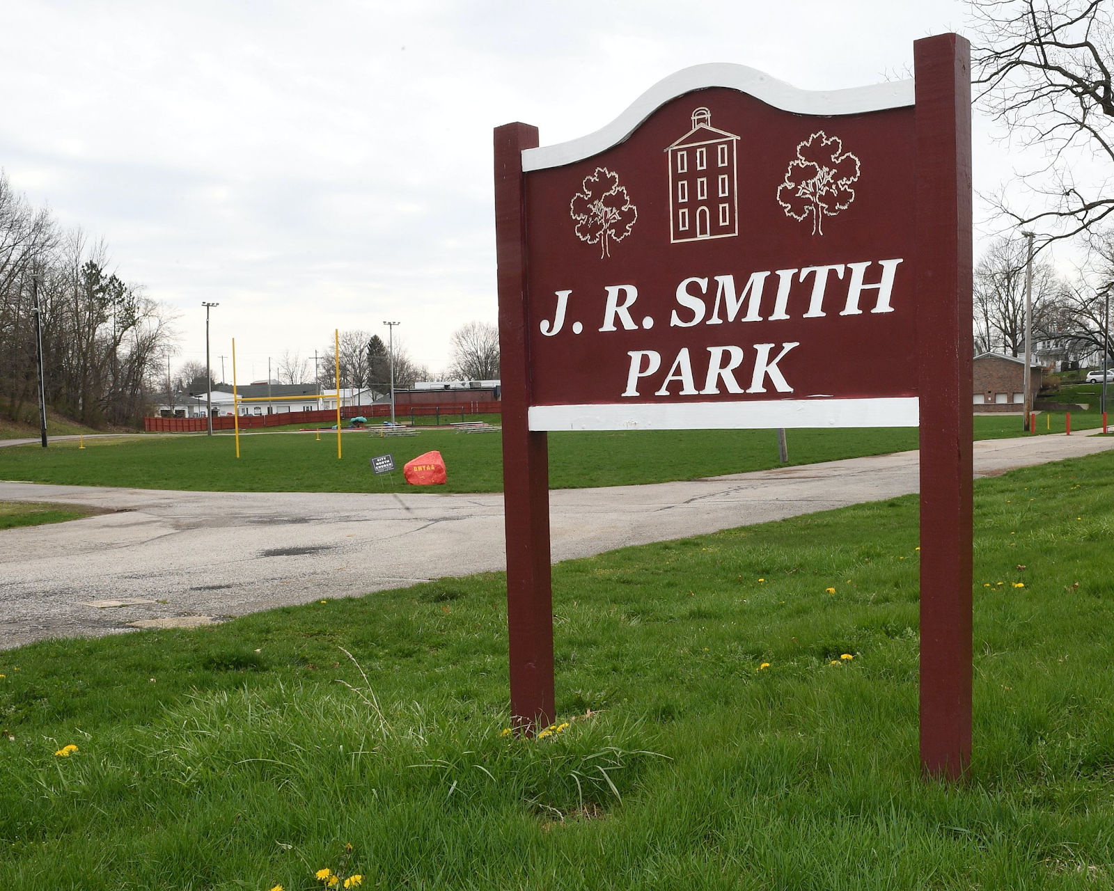 "sign that says ""J.R. Smith Park"""