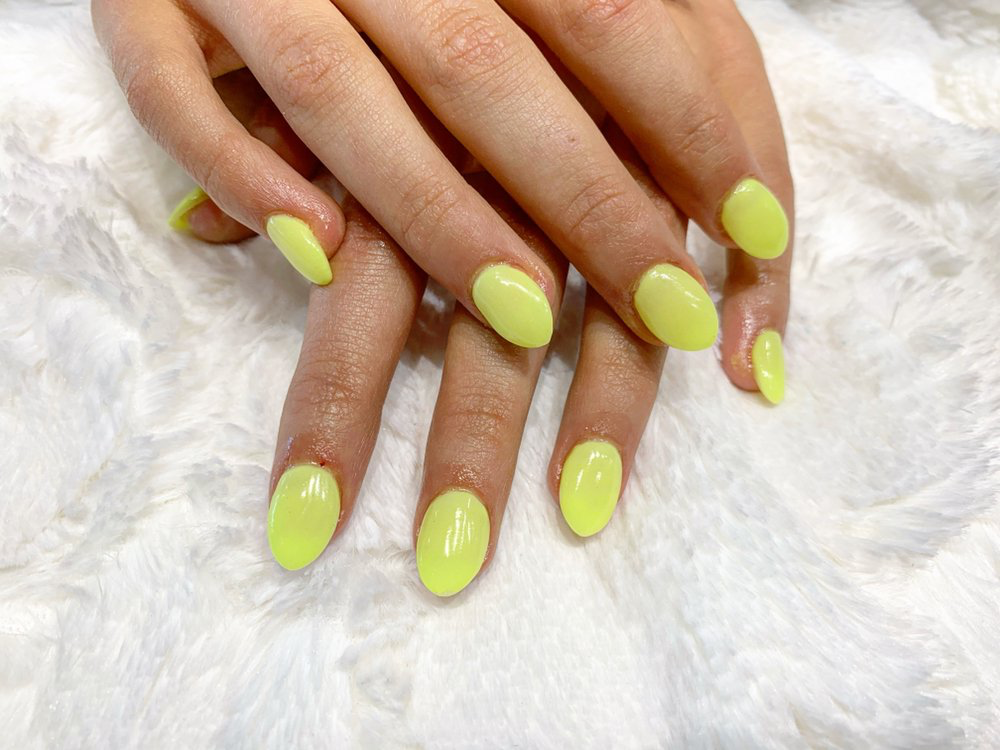 neon yellow manicure from spa nail