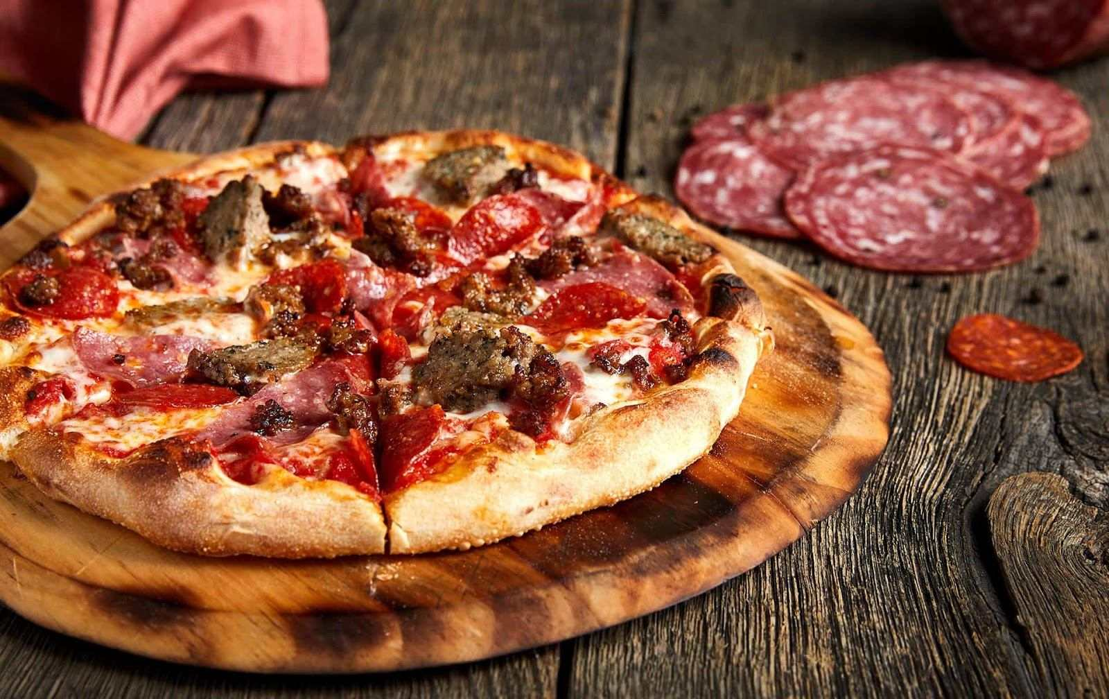 meatball and pepperoni pizza