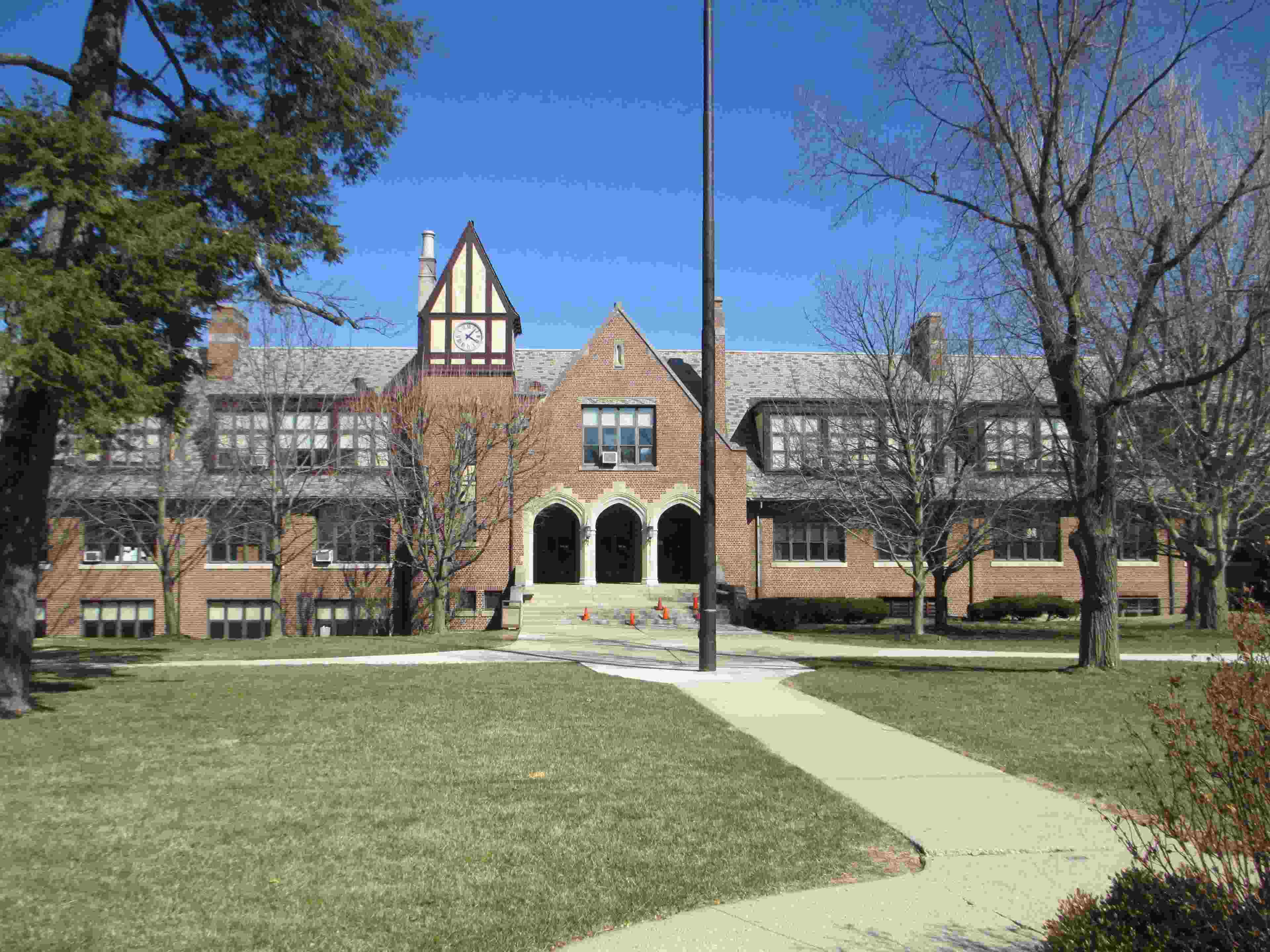 Oakwood High School walkway to entrance