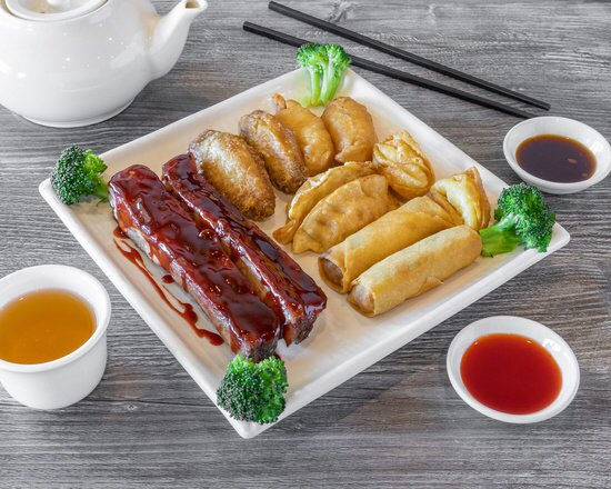 Dumplings With Ribs and Sweet and Sour Chicken
