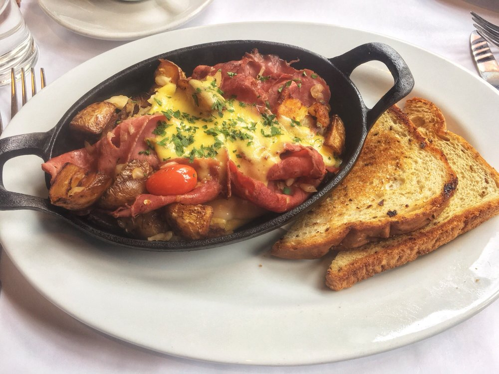An image of the skillet breakfasts served at Lindey's.