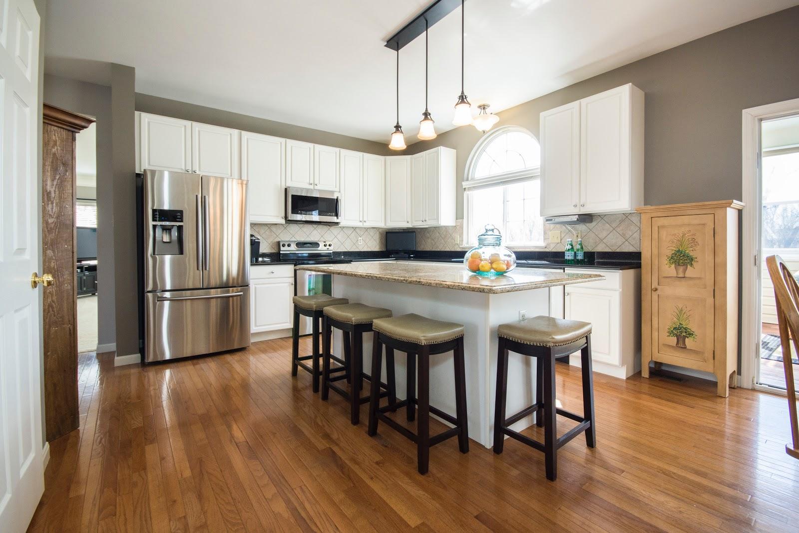 nice kitchen with hardwood floor