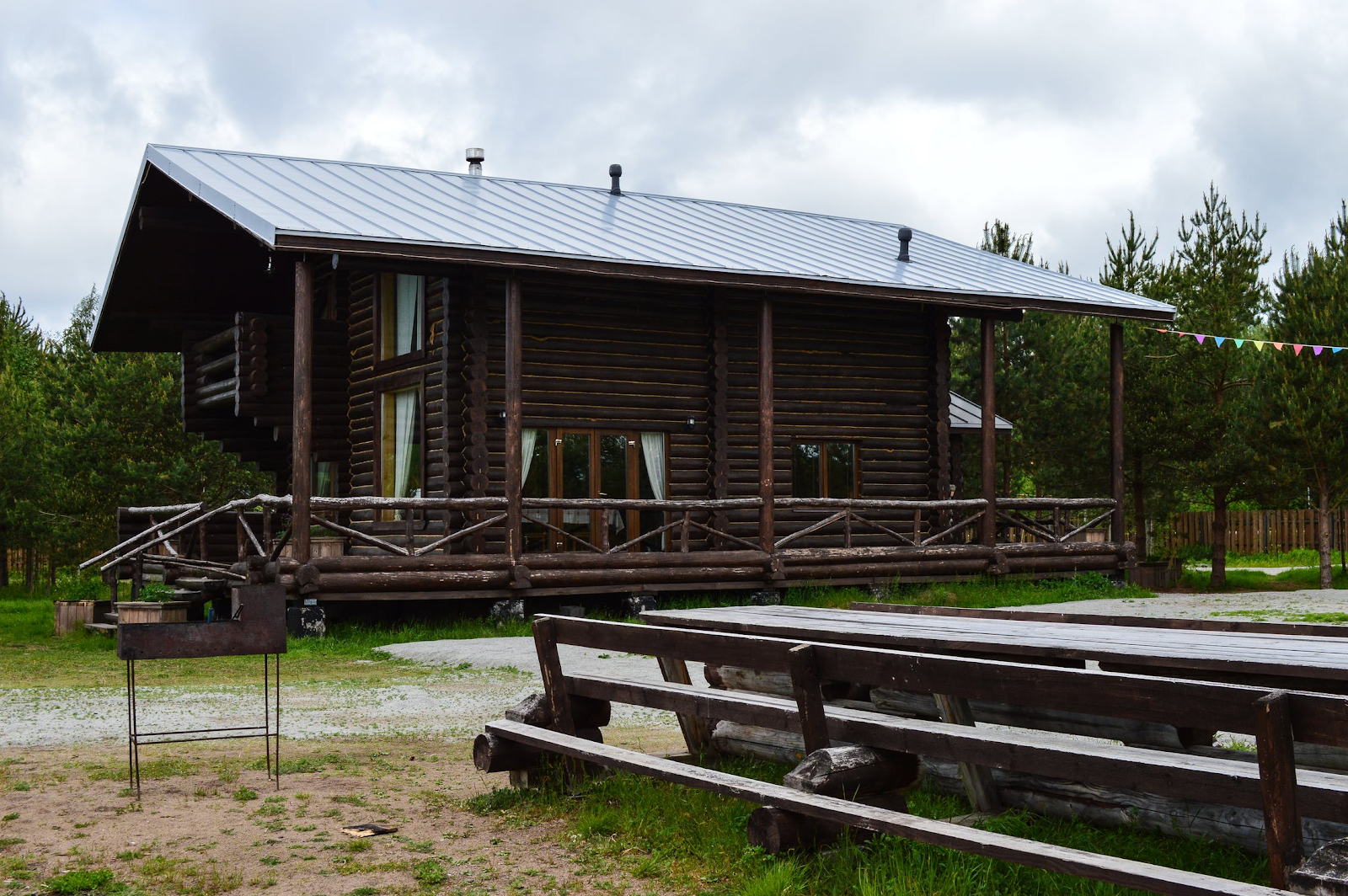 An image showing rental cabins available at many of the campgrounds on this list.